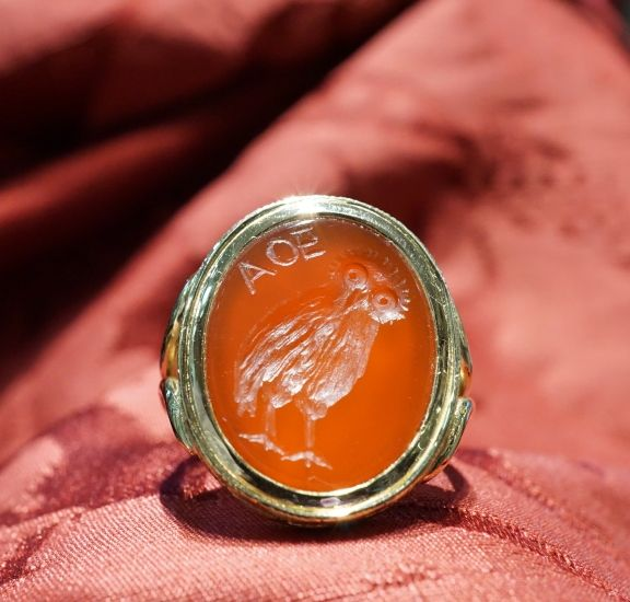 Arte Glittica - Atena anello con corniola incisa oro 18 kt - Gioielleria Dogale Venezia.