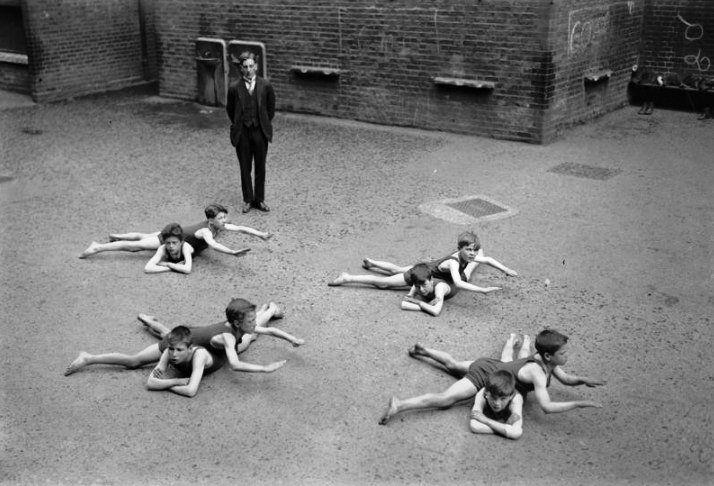 Уроки плавания без бассейна, 1922 год.