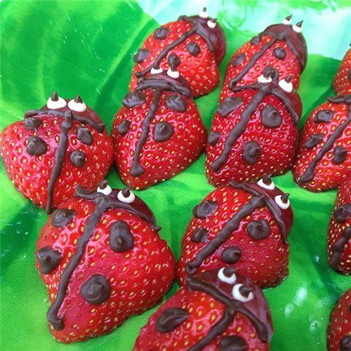 Chocolate Strawberry Ladybugs! For best results, use dark, milk or white Chocoley Drizzle & Design Chocolate. http://www.chocoley.com/list/drizzle-design-chocolate #strawberry #chocolate