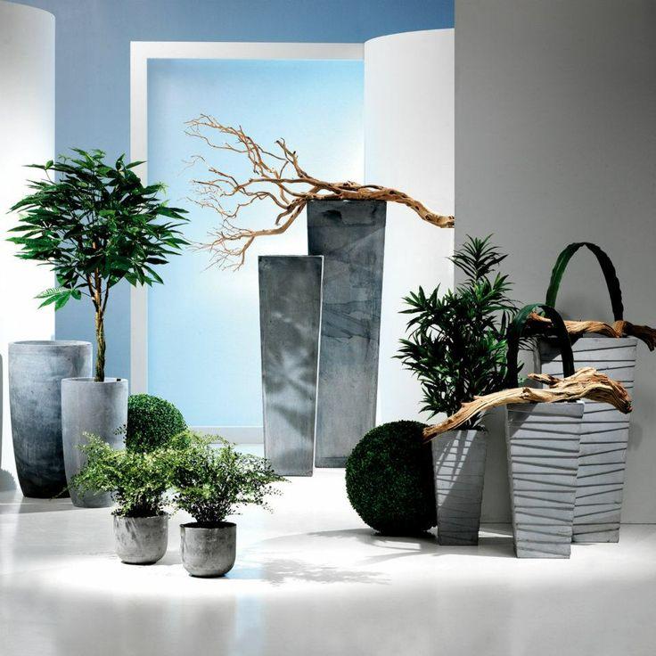 Vasi e piante artificiali e rami manzanita.