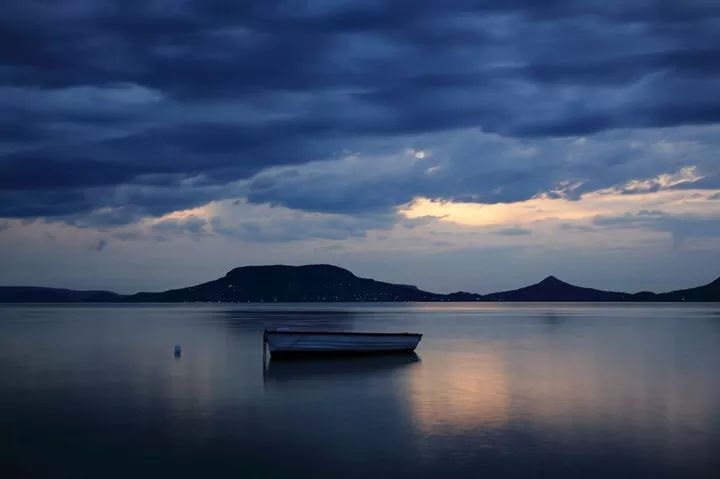 Dream sequence on Lake Balaton