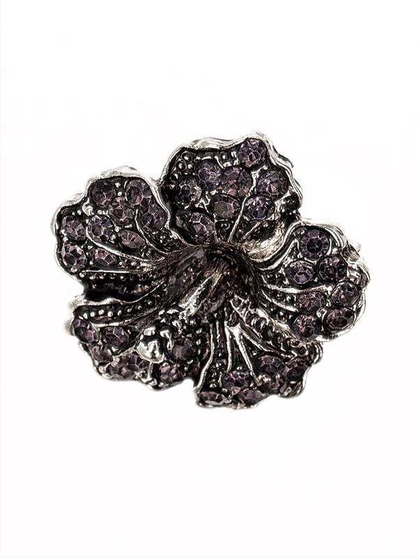 Brosa martisor in forma de floare de hibiscus acoperite cu pietricele multifatetate de culoare gri inchis pe suport metalic de culoarea argintului tibetan. Raspunde celor mai exigente gusturi! Saculet din organza de diferite culori CADOU!