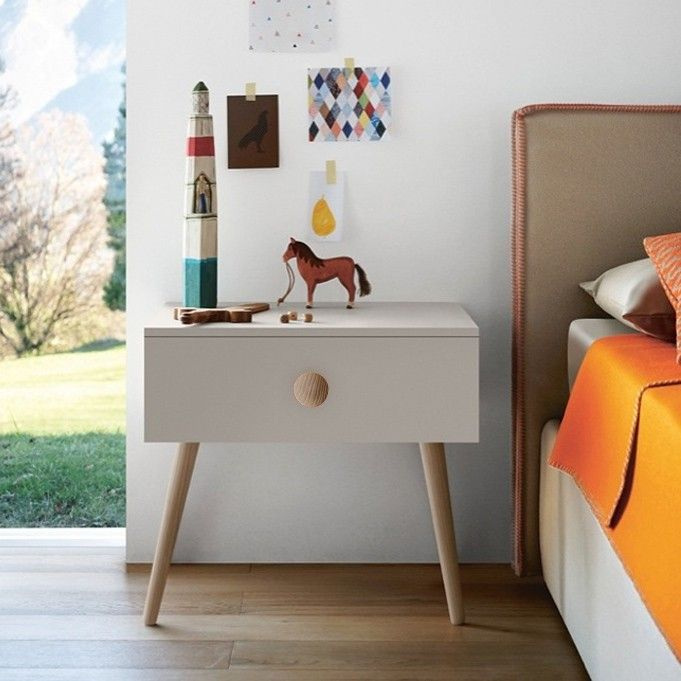 Mesita de noche estilo nórdico para una habitación juvenil. Comprar online en @Ismoble.