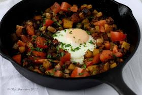 Mango & Tomato: Mexican Breakfast: Chorizo, Potato & An Egg in an Cast Iron Skillet
