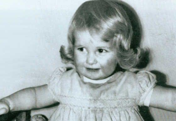 Princesa Diana – Reino Unido  Diana nasceu em 1 de julho de 1961 e seu título era Lady Diana Spencer. Ao se casar com o príncipe Charles em 29 de julho de 1981 na catedral St. Paul em Londres ela passou a fazer parte da família real britânica e tornou-se princesa de Gales. No ano seguinte nasceu o primogênito do casal, William, e em 1984 o príncipe Harry veio ao mundo. Diana faleceu em 30 de agosto de 1997 após sofrer um acidente de carro em Paris.