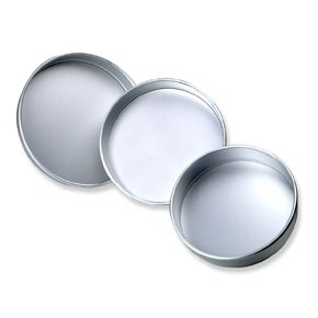 These loose based sandwich tins are made from heavy quality anodised aluminium. Made in England of anodised aluminium.