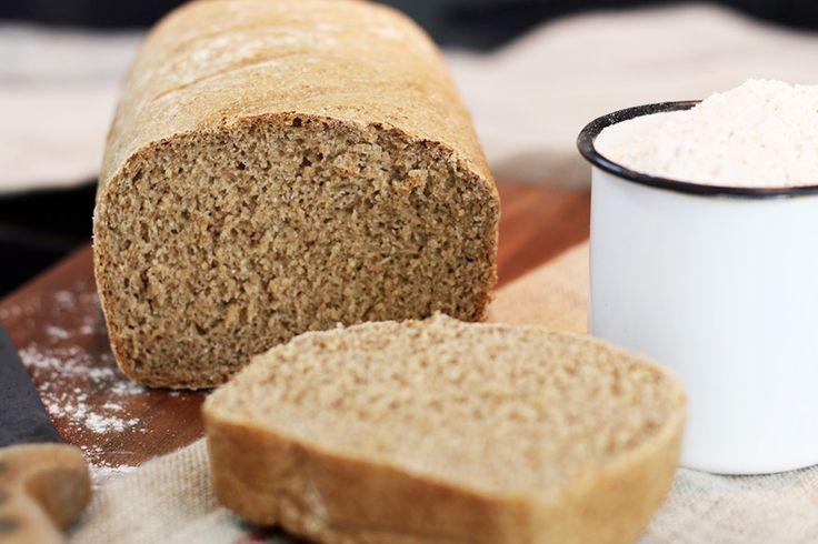 Idéal pour une alimentation saine et pauvre en matière grasse et en sel, ce pain complet est facile à faire et rassasiant. Idéal pour le petit déjeuner