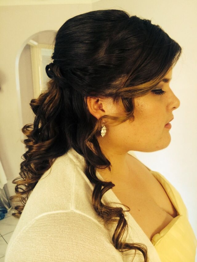 Side shot of the graduation curls