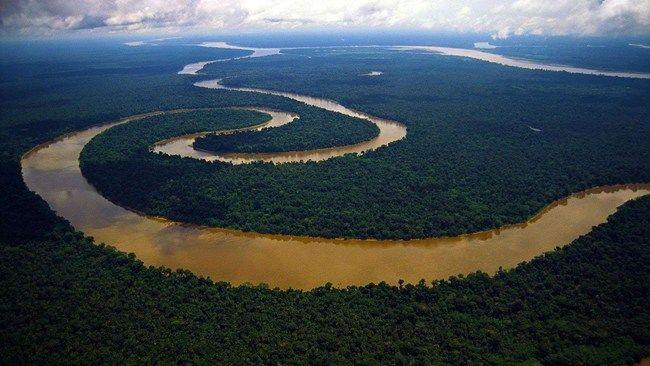 l Rio delle Amazzoni, il corso d'acqua più lungo del mondo