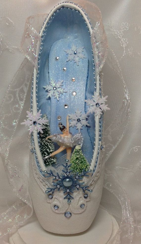 Best 25 pointe shoes ideas on pinterest ballet ballet for Ballet shoes decoration