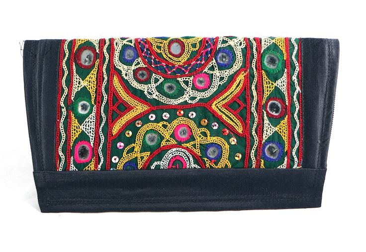 Antique Design clutch this type of Clutches are made up of Cotton and having 2 chains inner and outer one.