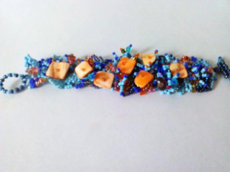 Unique bracelet en perles de rocailles bleues, rose quartz et coquillages : Bracelet par crochet-et-bijoux-unique