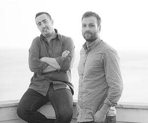 "Κωνσταντίνος Κουλουζάκης-Μιχάλης Σπανός  |  Entrepreneurs - Founders of Parenthesis  |  Go to -> parenthesi.gr  |  Ένα γνωμικό λέει: Ο καλός φίλος θα σε βγάλει από τη φυλακή. Ένας πραγματικός φίλος όμως θα στέκεται δίπλα σου λέγοντας ""Τουλάχιστον είχε πλάκα!"