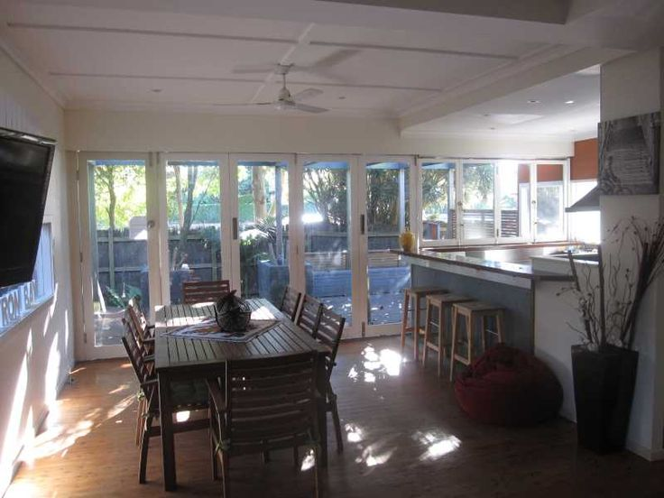 Poss Byron accommodation. 18 Shirley Street - Byron Pines Holiday House Byron Bay Byron Bay