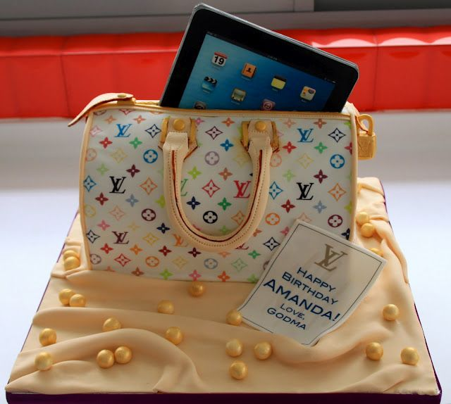 @Kathleen S DeCosmo ♥  LV Handbag Red Velvet #Cake with Gumpaste iPad.