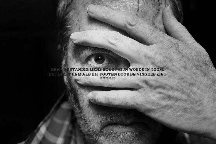 Een verstandig mens houdt zijn woede in toom, het siert hem als hij fouten door de vingers ziet. Spreuken 19:11  #Mens  http://www.dagelijksebroodkruimels.nl/spreuken-19-11/