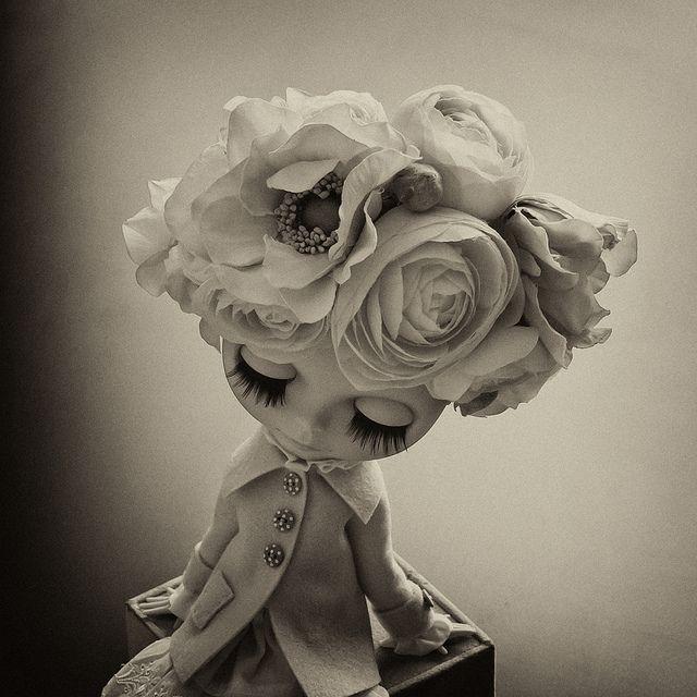 blythe: Poppen Dolls, Blythe W Flower, Black Blythe Dolls, Flower Blythe, Blythe Dolls Vintage, Things, Blythe Dolls And Freinds, Dollies
