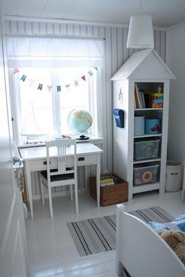 I want a hutch like that for Jaspers room!