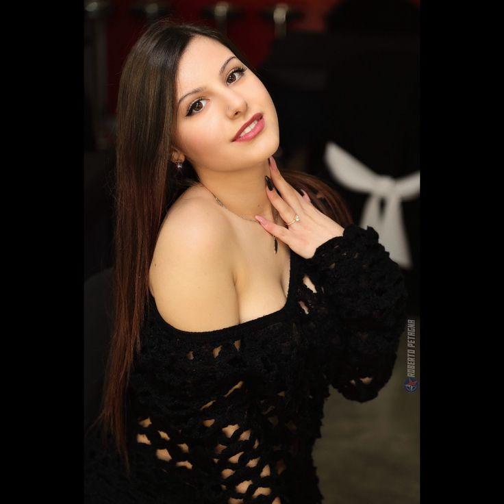Laura C. #donna #sardinian #sarda #portrait #ritratto #ragazza #girl #model #modella #canon #modelling #bellezza #beauty #mora #BDO #ristorante #restaurant #quartu http://www.butimag.com/ristorante/post/1483547428614403876_3179718697/?code=BSWnoayAXck