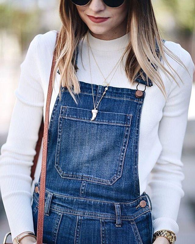 Chi l'ha detto che le salopette siano solo per ragazzine o - peggio - che siano passate di moda? Abbinale a una maglia bianca, scegli gli accessori giusti e lascia che sia la tua salopette di jeans a parlare per te.   #overall #overalls #denim #jeans #outfit #ideas #ootd #white #spring #summer #fashion #blogger #glamorous #style