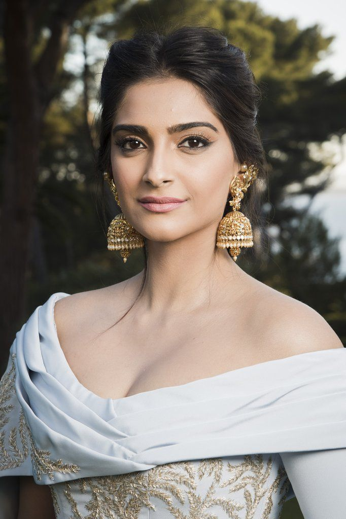 Bollywood actress Sonam Kapoor continuously stuns on the red carpet. At the amfAR gala, Sonam rocked this timeless beauty look with finesse and an entrancing braid.