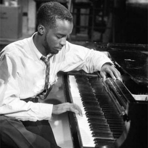 Ahmad Jamal (Frederick Russell Jones) es un pianista estadounidense de jazz que nació el 2 de julio de 1930. Fue una de las principales influencias musicales de Miles Davis y está considerado como uno de los pianistas más relevantes de la historia del jazz. Jamal es un pianista del cool y de la tradición clásica jazzística.