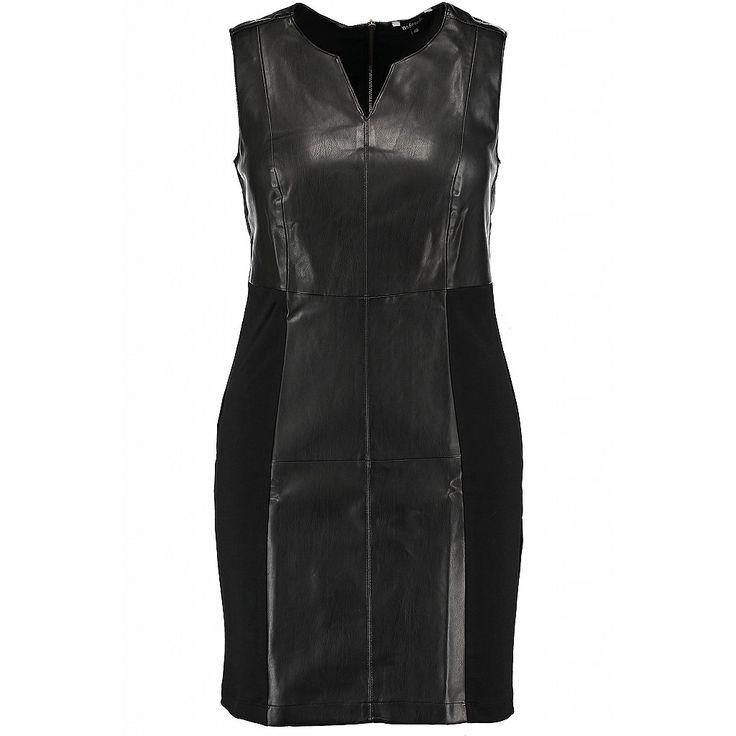 Deze mouwloze jurk heeft een ronde hals met een open detail. De jurk zit aansluitend om het lichaam en heeft een ristdetail  op de bovenrug. De jurk heeft een leren look door de nep leren details. Lengte : 98 cm in maat 44 Pasvorm : aansluitend Wasvoorschrift: machinewasbaar