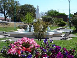 "PLAZA 1º DE MAYO: ""LA PLACITA HONDA"" http://notirafaela.wordpress.com/2014/05/06/plaza-1o-de-mayo-la-placita-honda/"