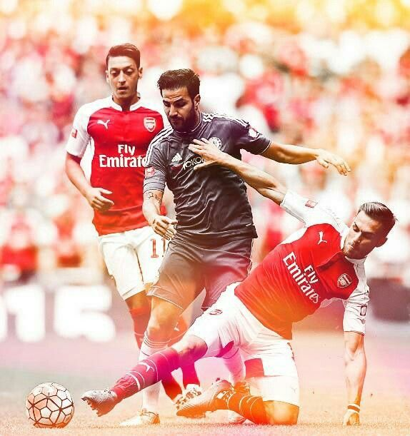 The guys are showing Fabregas how it's done #Arsenal #CommunityShield