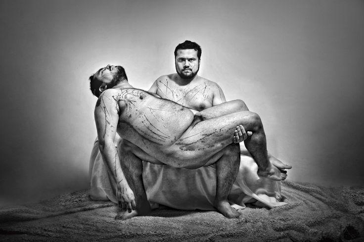 Las fotografías que Orlando Torres presenta son resultado de la resignificación de obras clásicas del arte occidental. #Mexicano #fotografía #arte