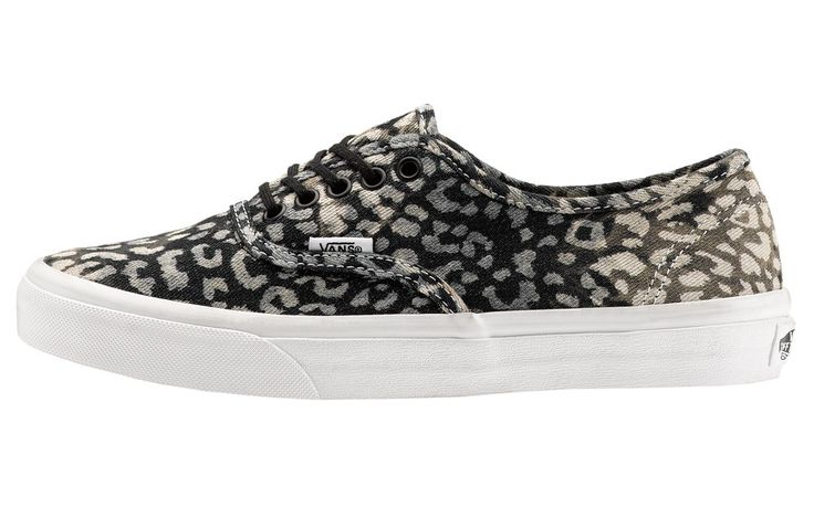 VANS W. AUTHENTIC SLIM Prezzo: 70,00€ Compra online: http://www.aw-lab.com/shop/vans-w-authenitc-slim-5890114 Spedizione Gratuita!