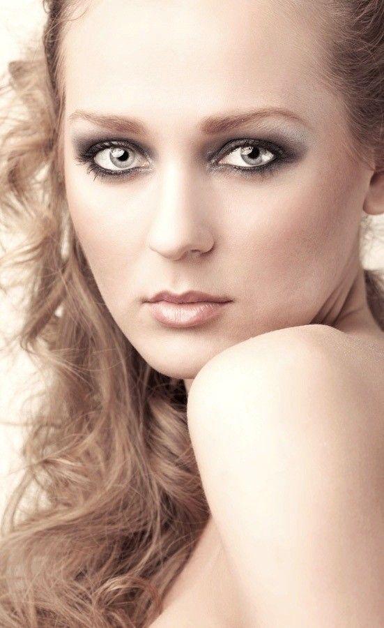 Причёска с ХВОСТОМ на крабе - причёска с постижем, прямые русые волосы http://www.aleksandr-and-olga.ru/ http://www.livemaster.ru/hair-collection