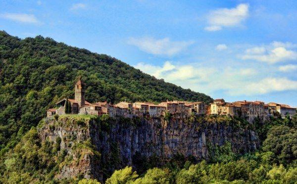 Кастельфольит-де-ла-Рока, Испания