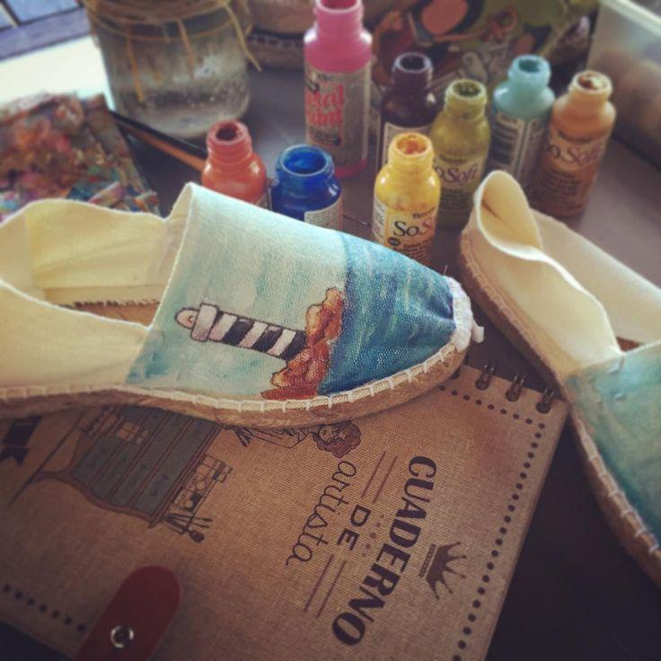 Martes. #txelfactory #zapatospersonalizados #zapatospintadosamano #espardeñas #espardenyespersonalitzades