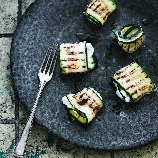 Zucchini- og ricotta-ruller