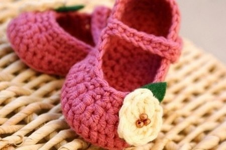 Super cute crochet baby shoes with flowers: Crochet Booty, Baby Mary, Baby Booty, Crochet Mary, Crochet Baby Sandals, Baby Girl, Crochet Baby Shoes, Flowers Ideas, Mary Jane
