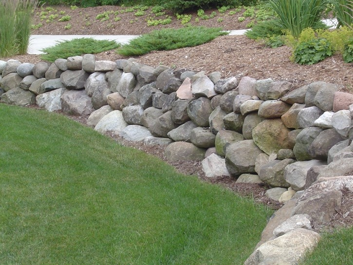 Excellent separation between the rock wall   the lawn   clean  easy to  mow trim. 24 best images about Cabin Rock Wall Ideas on Pinterest   Lakes