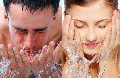 El acné es producido por la inflamación de las glándulas sebáceas. Suele presentarse con frecuencia en la etapa de la adolescencia, puesto que es aquí donde se realizan los mayores cambios hormonal...