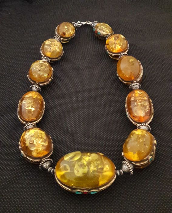 Catawiki online auction house: Vintage honey colour Baltic Amber Necklace with Turquoise and Coral mosaic gems, 223 g