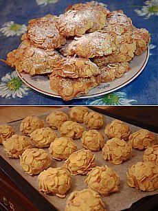 Рецепт: печенье «Пустынная роза» Ингредиенты: Сладкие кукурузные хлопья – 150 гр. Мука 150 гр. Сливочное масло (размягченное) – 100 гр. Сахар – 100 гр. Яйцо – 1шт. Разрыхлитель – 1 чайная ложка, Горсть изюма Ванилин Сахарная пудра