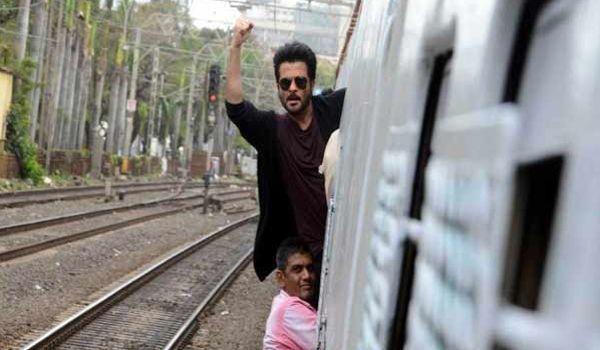 ट्रेन में स्टंट करना अनिल कपूर को पड़ा भारी,रेलवे ने भेजा नोटिस  नई दिल्ली। बॉलीवुड अभिनेता को मुंबई लोकल ट्रेन में स्टंट करना महंगा पड़ गया। ट्रेन में स्टंट सीन करने के आरोप में वेस्टर्न रेलवे ने कपूर को नोटिस भेजा है।