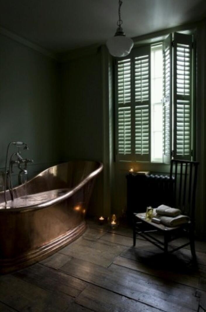 weer eens wat anders; een koperkleurige badkuip