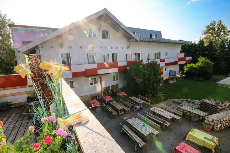 Balkonaussicht, Piknik, Grillen im Garten, Jugendhotel Egger, Kinder & Jugendliche