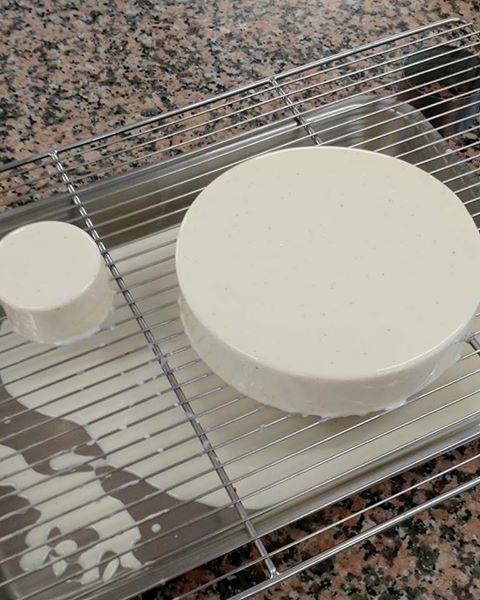 Les 25 meilleures id es de la cat gorie glacage miroir for Glacage miroir blanc