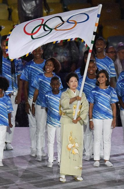 リオデジャネイロ五輪 閉会式では、五輪旗が小池百合子東京都知事の手に!次はいよいよ東京五輪!リオオリンピック 2016