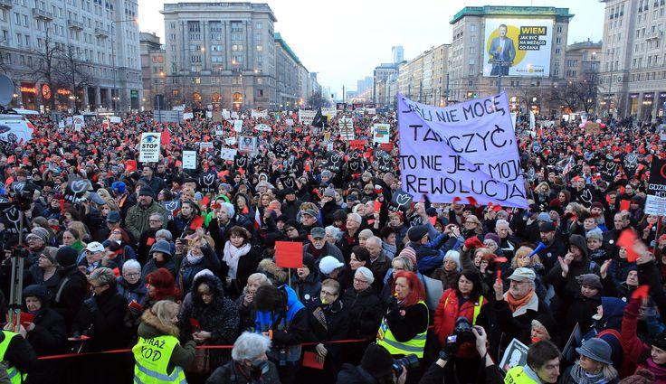 TVP i policja: mało kobiet na strajku, protest się wypala. Matematyka w służbie PiS
