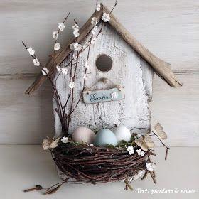 Tutti guardano le nuvole: Easter Bird House