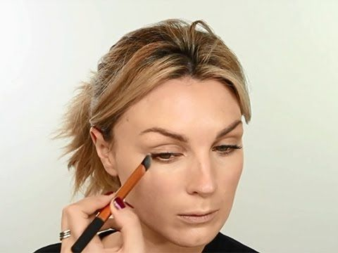 Real Techniques Concealer Brush Tutorial - This would be great for the way I apply BB Cream to my cheeks.