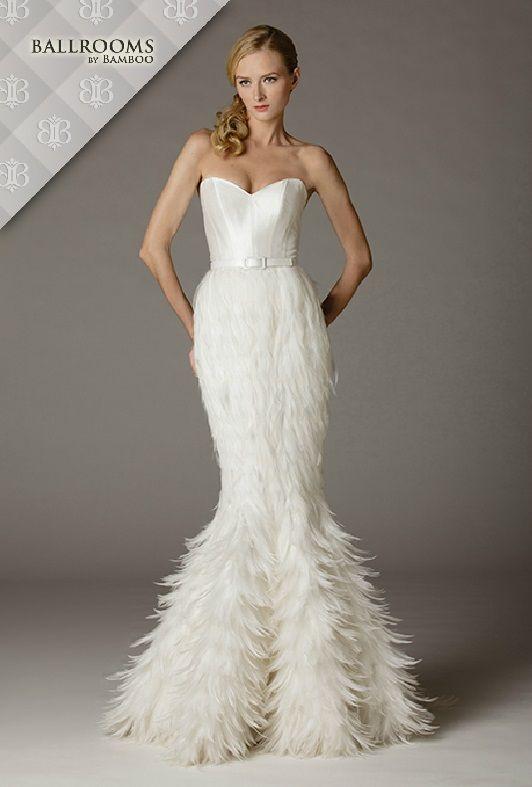 Tendințe rochii de mireasă - toamnă 2015! Fie ca ești o fire romantică ori ai o personalitate excentrică, tendințele toamnei în materie de rochii de mireasă te vor încânta cu siguranță, mai ales că ai de unde alege.  Sursa - www.brides.com