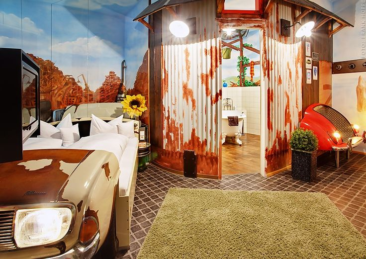 Themed hotel room